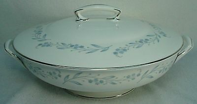 ROYAL WORCESTER china BRIDAL WREATH Z2650 Round Covered Vegetable Serving Bowl