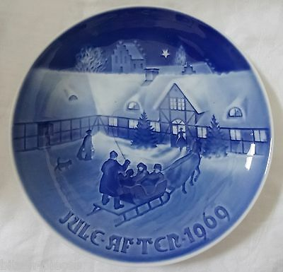 Bing & Grondahl  wall plate 1969 ARRIVAL OF CHRISTMAS GUESTS