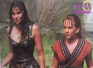 XENA WARRIOR PRINCESS ~ WET WITH GABRIELLE ~ 24x36 TV POSTER ~ Lucy Lawless