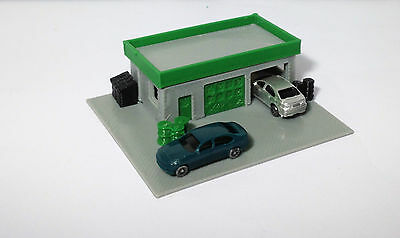 Outland Models Train Railway Layout Auto Service Shop / Station w 2 Cars N Scale