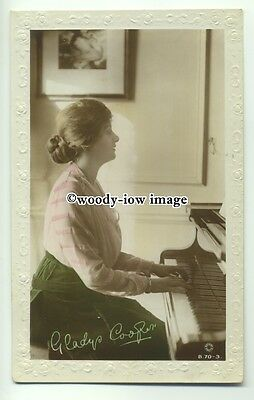 b3174 - Film & Stage Actress - Gladys Cooper playing Piano - postcard