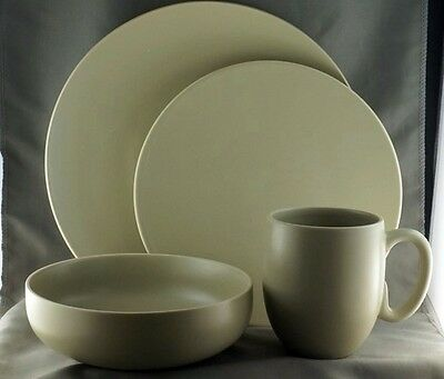 Wedgwood Vera Wang Naturals 4 piece Place Setting Pristine