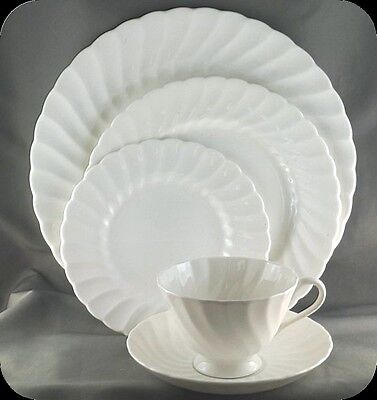 Wedgwood Susie Cooper Pirouette  5 piece Place Setting Pristine C2093
