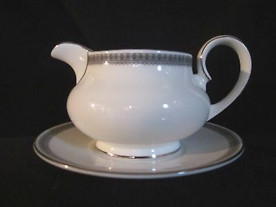 Royal Doulton - RAVENSWOOD - Gravy Boat and Stand