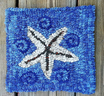STAR FISH  ON BLUE PLAID Beginner Rug Hooking KIT WITH #8 CUT WOOL STRIPS