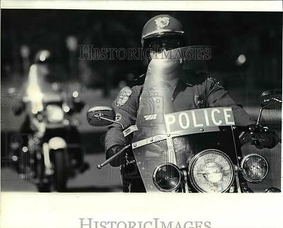1979 Press Photo Police office Ron Morris aboard police motorcycle - orb45418