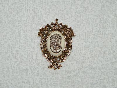 Beautiful Florenza Victorian Goldtone Cameo Brooch Pin