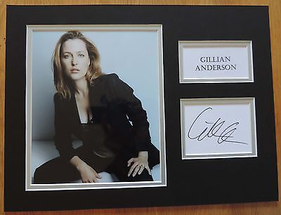 Gillian Anderson - X-Files - Xmas Offer - Super Signed Display - Signing Details