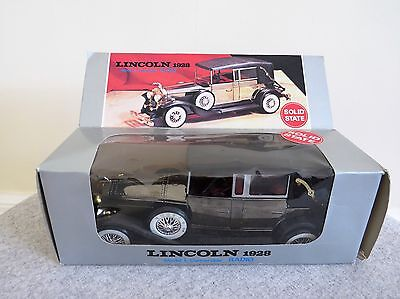 Novelty Radio Solid State Lincoln 1928 Model L Convertable Car 9V Battery Boxed