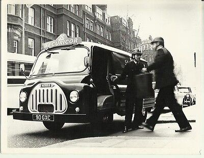 Morris J2 Securicor Security Van in Action 90 GXC Original Photograph Nuffield