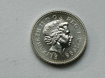 UK (Great Britain) 1998 5 PENCE (5p) Queen Elizabeth II Coin UNC (from mint set)