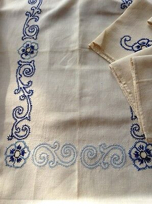 Beautiful French Vintage Cream & Blue Crewelwork Linen Tablecloth, 8 Napkins