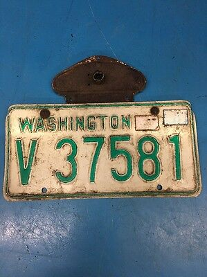 Vintage Washington State Green & White License Plate W Bracket QBZ6