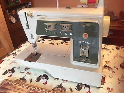 Singer 784 Sewing Machine with Case