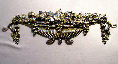 French pediment, XIX, gilded bronze: fruit basket, grapes, blackberries, apple