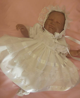 """Dream Baby Girls 3-6 Months White Pearlised Lace Dress & Hbd Or 26-28"""" Reborn"""
