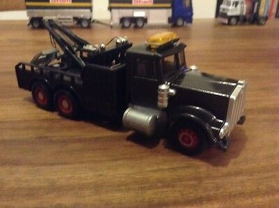 Code 3, 1/50th scale Diecast American Style Heavy Wrecker, Nice Model.