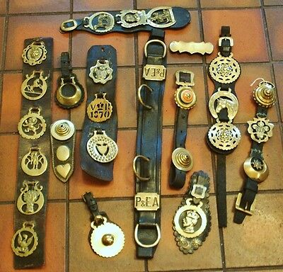 *a Good Selection Of Antique And Later Horse Brasses*