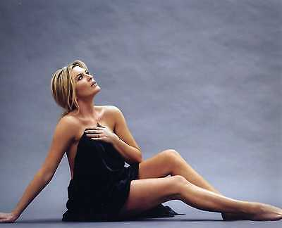 Tina Hobley - Set Of 2 10 X 8 Photographs - New!!