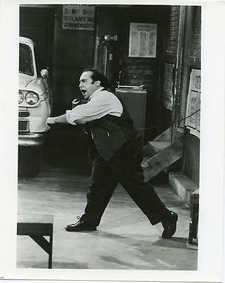 Danny DeVito whipping those Taxi drivers into shape 8x10 photo (sg149)