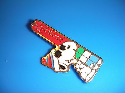 Vintage Peanuts Snoopy SCHULZ Pin / Badge PERFECT