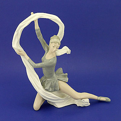 "Large Nao by Lladro 'Dancer with Veil' 02000185 Figurine (1992) 13.2"" High"