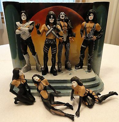 KISS Love Gun Deluxe Box Edition Super Stage Set Figures McFarlane Toys 2004 EUC