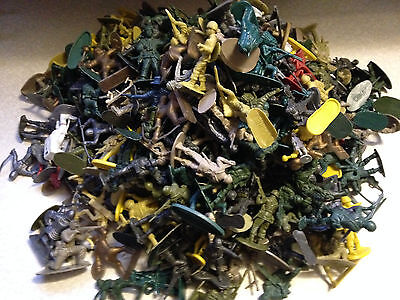 Toy Soldiers, Plastic, Various sizes, Various Services, 1.4Kg (3lb)