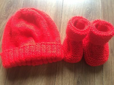 Baby Girls New Hand Knitted Sparkly Red Christmas Hat & Bootees Set 0-3 Months