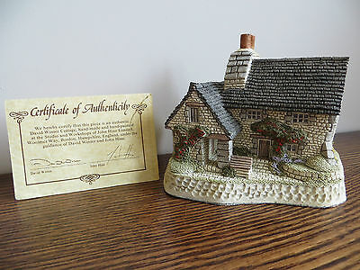 "David Winter ""The Gillie'S Cottage"" One Of 6 Pieces From The Scottish Collection"