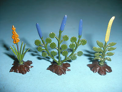 Britains Vintage 3 Lead Flowers in Earth Mounds ,  vgc