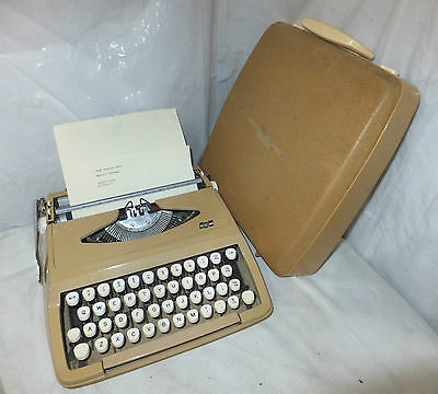 SMITH CORONA De Luxe TYPEWRITER Vintage PORTABLE Cased BEIGE Ribbon