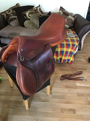 17 Inch Tan Leather Beltack Close Contact Cair Jumping saddle Narrow To Medium