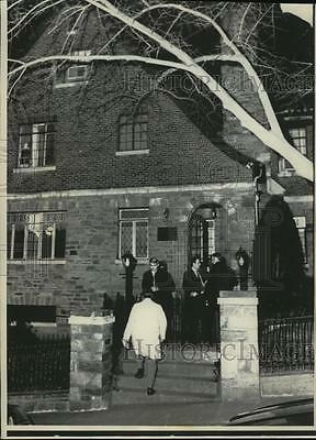 1973 Press Photo Police at D.C. home where seven people were shot and drowned