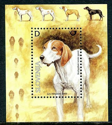 559 - SLOVENIA 2005 - Dogs - The Istrian Smooth-coated Hound -MNH Souvenir Sheet