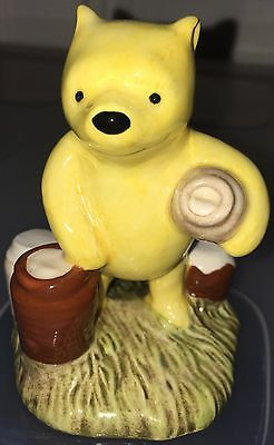 Royal Doulton Wp12 The Winnie The Pooh Collection Pooh Counting The Honeypots