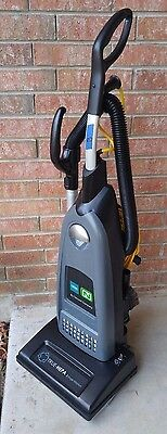 *CLEAN* Tennant Commercial V-SMU-14 Single Motor Upright Vacuum Cleaner (LotB)