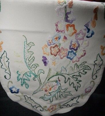 PRETTY VINTAGE IVORY LINEN CHAIR BACK COVER with HAND WORKED EMBROIDERED FLOWERS
