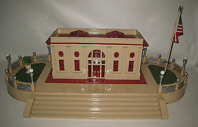 T-Reproductions Lionel Train Deluxe Terrace 129-B & Passenger Station 116 Red