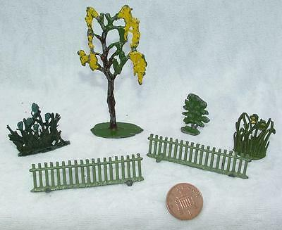 Vintage Britains Hill Painted Lead Plants & Picket Pence - Lot 45