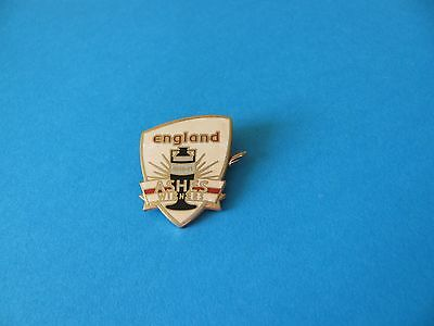 2010-2011 ENGLAND ASHES Winners, Cricket Cup Badge. Enamel.