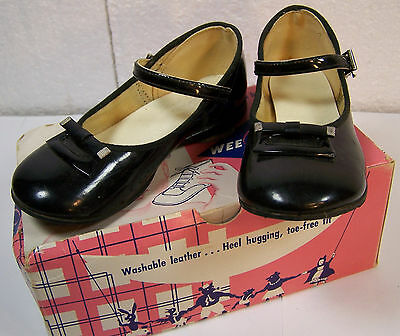 Vintage WEE WALKER Childen's Shoe Box & Black Patent Leather Mary Janes