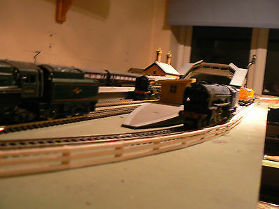 1 Metre 3 Rail Wooden Fencing To Suit Hornby