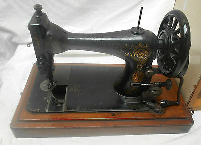 VINTAGE SINGER SEWING MACHINE Serial# 8621888 in Case HAND CRANK 1889 Antique