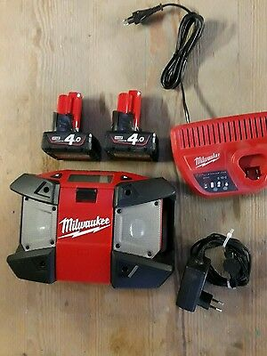 Radio MP3 12 V Milwaukee + 2 Batteries 12 4ah + Chargeur 12v