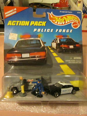 1996 Hot Wheels Action Pack Police Force Robbery In Progress Armored Car Figures
