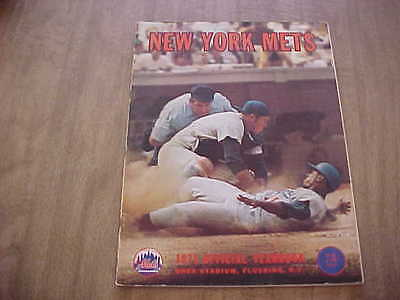1971 New York Mets Official Baseball Year Book w Autos