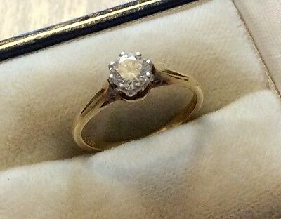 Superb Ladies Vintage Solid 18ct Gold Good Sized Diamond Solitaire Ring - J 1/2