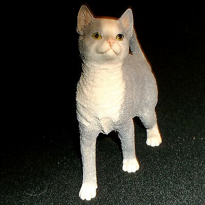 Country Artists 1991 Gray & White Short Hair Cat Figurine