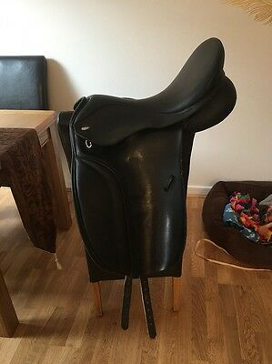 17 Inch Black Thorowgood High Wither T6 Dressage saddle changeable gullet Wide